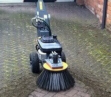 driveway cleaner cleans block paving