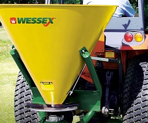 the tractor fertiliser spreader is effective for the spread of fertiliser, seed, muck and salt